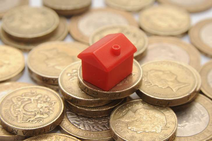 London house prices fall for first time in eight years, says report