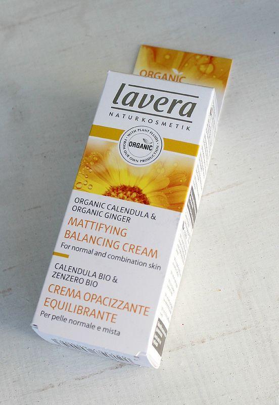 Lavera Calendula Mattifying Balancing Creamin, joka on ihastuttavan kevyt, mutta silti hyvin kosteuttava kasvovoide.