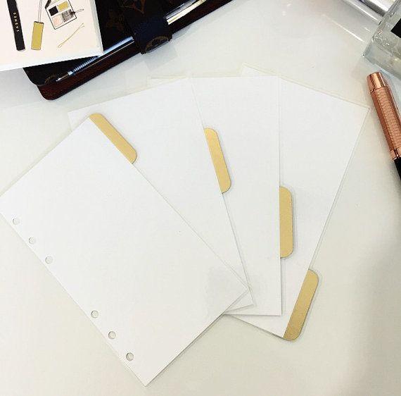 Einfachheit ist das neue schwarz. Dieses Set ist das perfekte Maß an ohne einfach langweilig. Dieser Satz kommt mit: -4 weiße Trennwände in Ihrer Wahl der seitliche Registerkarten, TOP TABS oder keine TABS -Tabs bestehen aus Karton gold Matte Folie (Goldfolie ist auf der Vorderseite nur. Rückseite des Tabs ist Kraft) -Rückseite ist weiß sowie -Laminiert -Loch gelocht