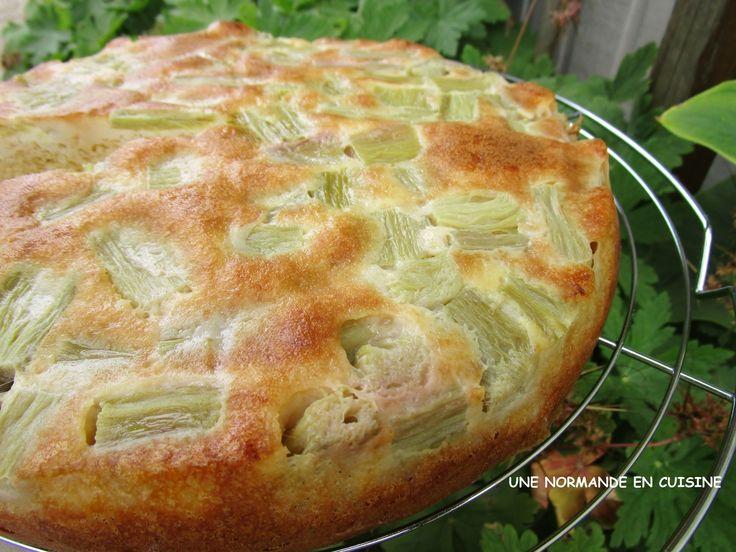 Un gâteau bien gourmand pour les amoureux de la rhubarbe. Ingrédients: 125 g de mascarpone 2 oeufs 5 cl d'huile de colza ou tournesol 150 g de farine T55 140 g de sucre en poudre 1 sachet de poudre à lever Bio 500 g de rhubarbe + 1 c. à soupe de sucre...