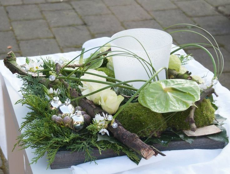Tray with Christmas arrangement