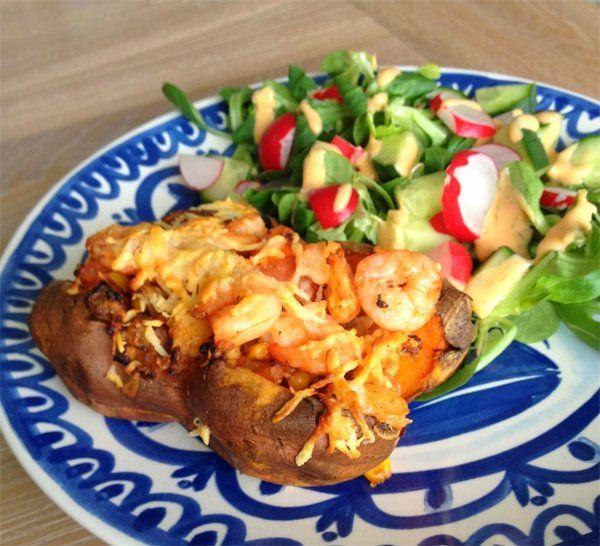 Dat zoete aardappels prima kunnen worden gepoft bewijst Hungry For Healthy Food met dit recept. We vullen die gepofte aardappel met garnalen en kipzodat je het als bijgerecht kunt eten, maar ook...