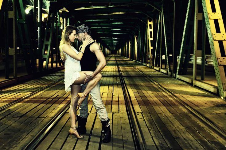 Latin Groove to imprezowy, socjalny aspekt salsy, jako umiejętności tanecznych do wykorzystania na imprezach - przyjdź na zajęcia i zostań królem parkietu :) Dla studentów czeka aż 30% zniżki !!