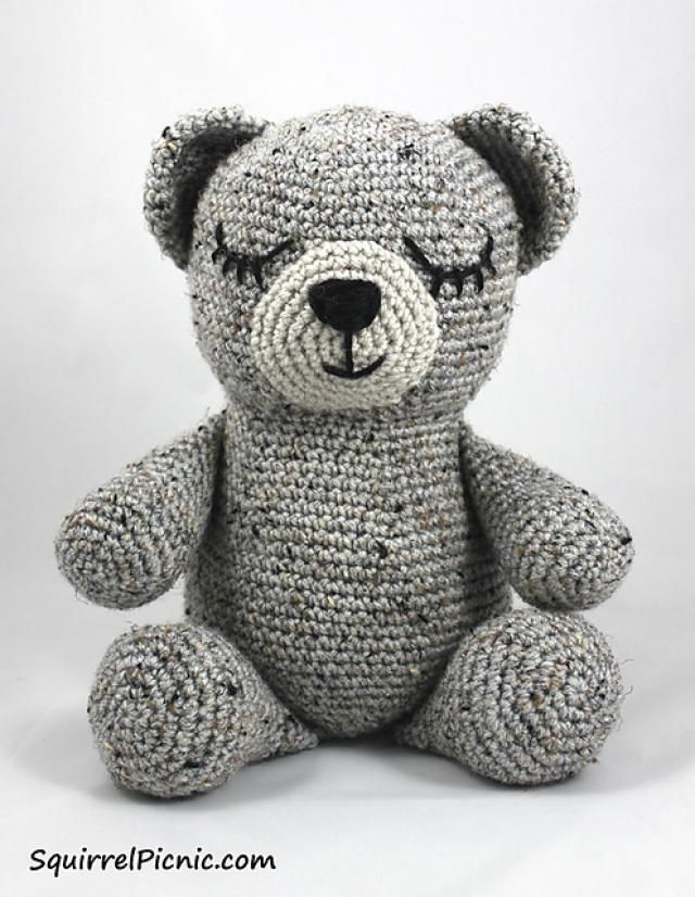 10 FREE Teddy Bear #Crochet Patterns: Sleepy Bear Free Crochet Pattern by Squirrel Picnic
