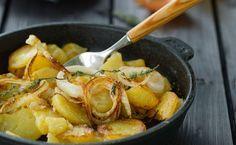Wenn die in der Pfanne brutzeln kann niemand widerstehen! Die extra knusprigen Bratkartoffeln nach Muttis Rezept aus rohen Kartoffeln sind extra einfach!