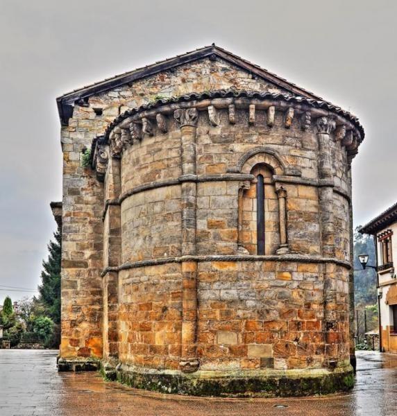 Abside Románico, iglesia de Santa María - Villamayor, Concejo de Piloña, Principado de Asturias