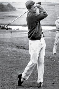 1963. 20 Juillet. John Kennedy playing golf on Hyannis Port