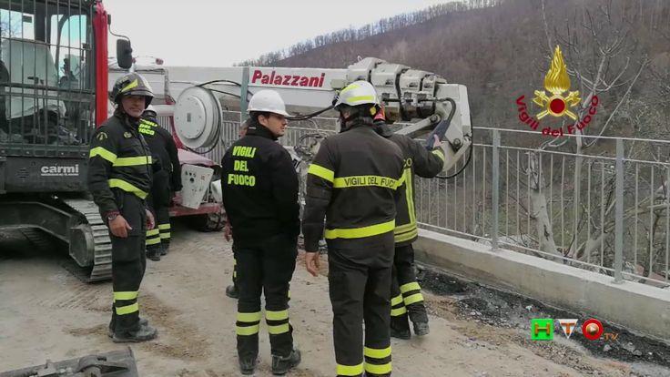 Vigili del Fuoco - Capodacqua - Recupero piattaforma meccanica - www.HTO.tv