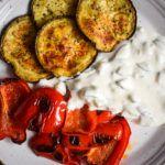 Wir holen uns den Sommer noch einmal für einen Moment zurück und zwar mit unserem Low Carb Antipasti Tzatziki Teller! Super lecker & gesund!