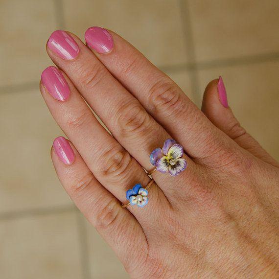 Antico smalto & diamante viola del pensiero o di TrademarkAntiques