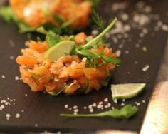 Tartare de saumon fumé au citron vert (facile, rapide) - Une recette CuisineAZ