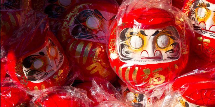 En Japón, uno puede ver amuletos de la buena suerte por todas partes: los engimono o amuletos de la buena suerte.