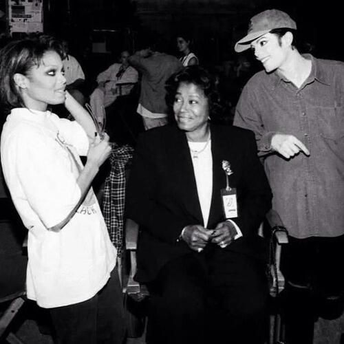 Janet, Katherine, and Michael Jackson on the set of SCREAM.