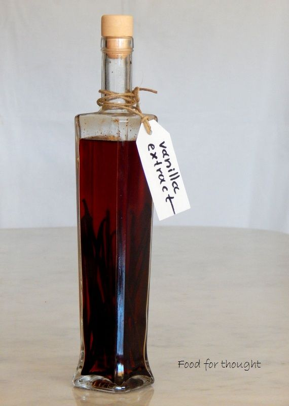 Homemade vanilla extract. http://laxtaristessyntages.blogspot.gr/2015/09/homemade-vanilla-extract.html