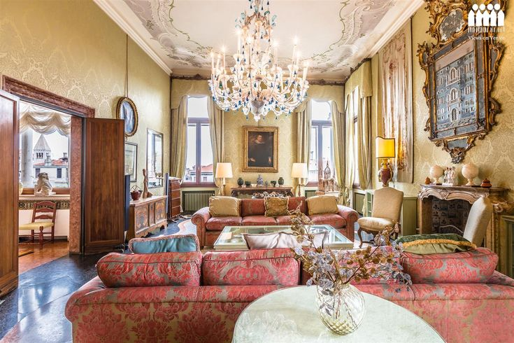 Ca' Cerchieri Piano Nobile, the finest apartment available to rent in Venice, Italy.