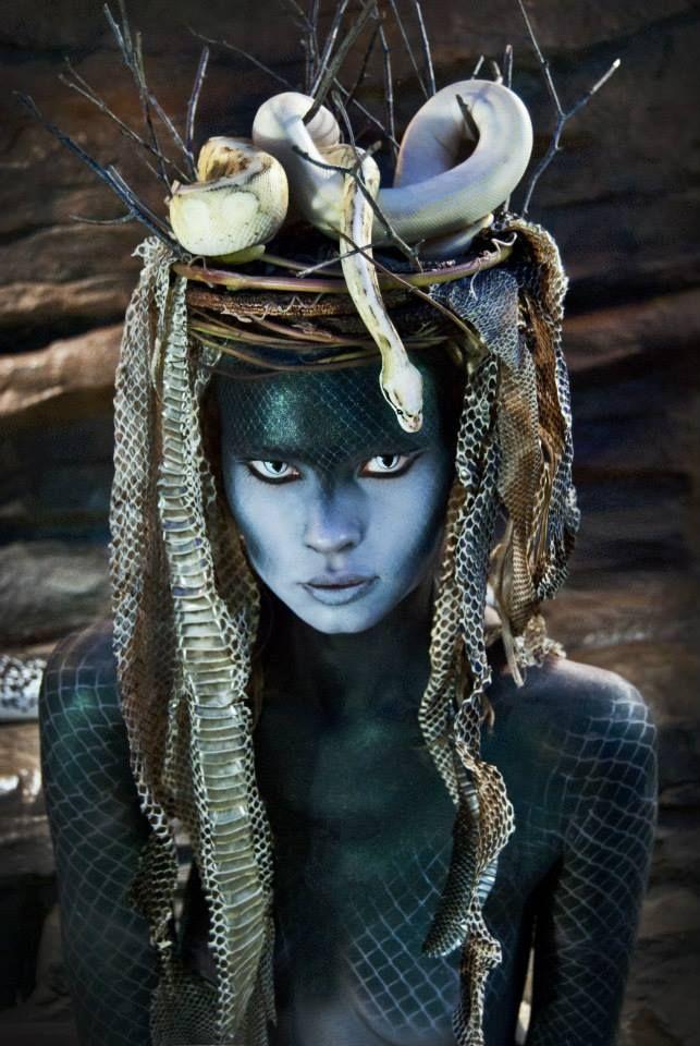 Deusa Azteca das Cobras