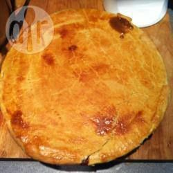 Easy Steak Pie - tried and tested! Super easy to make and you don't need elaborate ingredients either!