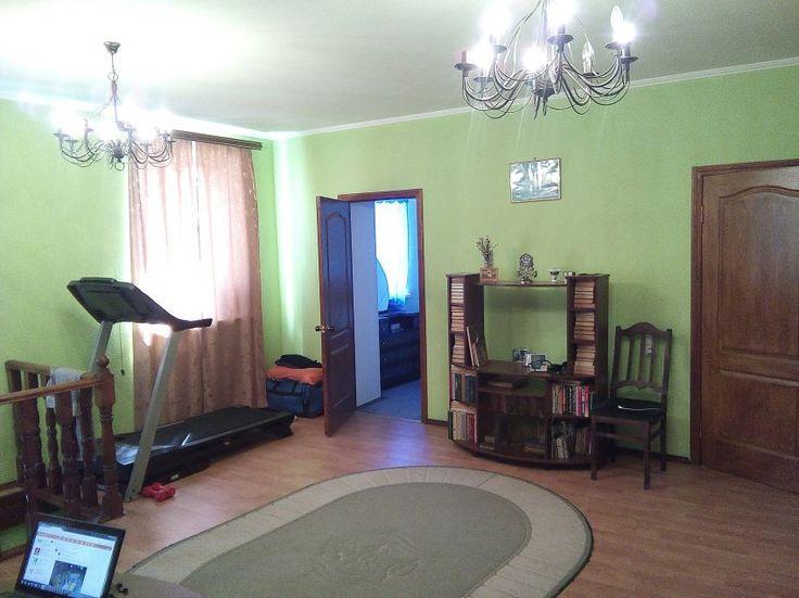 Наш канал в Telegram t.me/realtor164 Саратов, Крайняя, 6 000 000, Дома-участки / Коттеджи http://realtor164.ru/doma-uchastki/kottedji/realty1688.html  Продаю часть дома, в продажу идет 3 этажа общ. пл.160м2, с участком 5 соток во дворе имеется гостевой дом площадью 22м2 и незавершённая кирпичная постройка площадью 31м2 , у соседа свой двор и вход, основной дом состоит из цокольного этажа, основного этажа и мансарды, в доме 5 жилых комнат, кухня, кладовая, 2 туалета и отдельная ванная с…