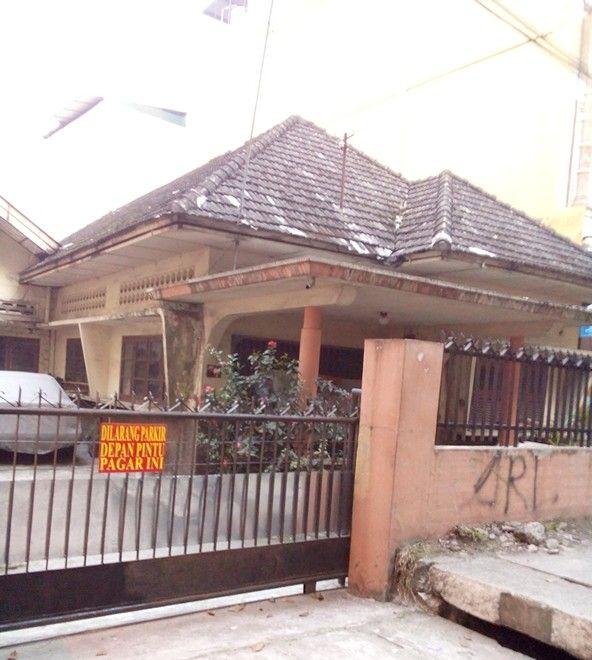 A house 'jengki style' in jl. Brigjen Katamso, Medan