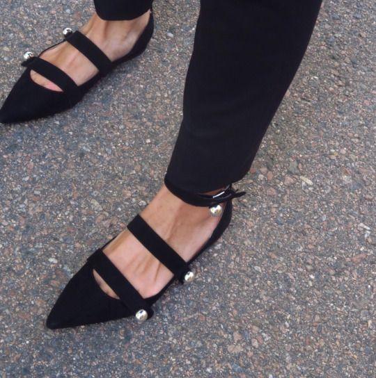 Fashionable Black Flat Shoes