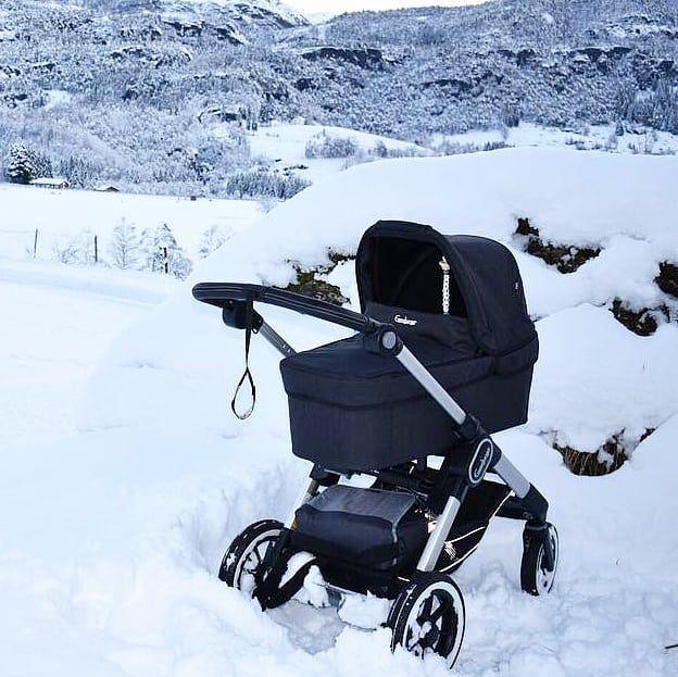 Take a nap when mum has this great view on our stroll, feels good! ❤ . 📷@idadnalleh . #emmaljunga #nxtcarrycot #nxt90 #madeinsweden #realpramsforreallife #gravid #pregnant #schwanger #embarazada #mumtobe #dadtobe #parentstobe