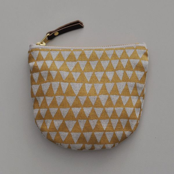 POCKET POUCH - gold triangle