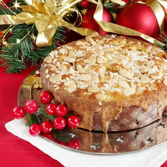 Italian butterless and easy to prepare Christmas panettone cake