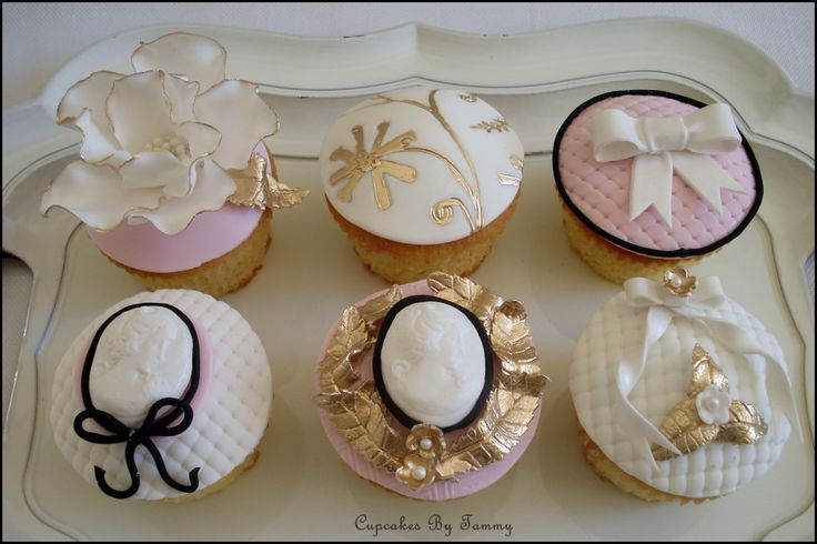 Marie Antoinette Themed Cupcakes