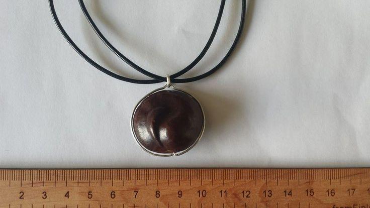 Hevoskastanjariipuksen koko ja mittasuhteet / Silver, leather and horse-chestnut