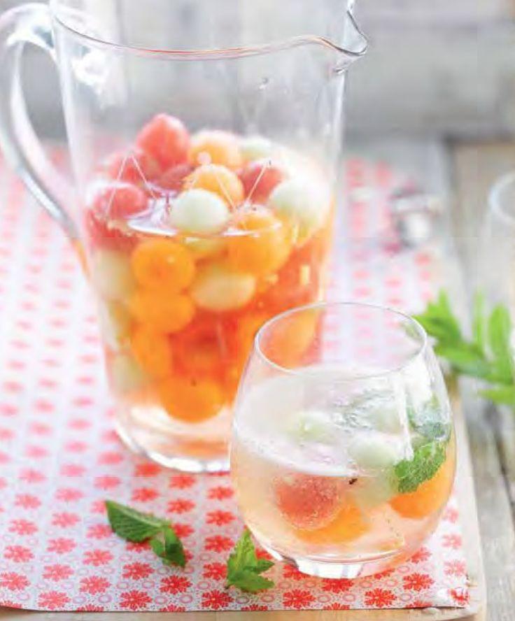 Mousserende sangria met meloen  http://njam.tv/recepten/mousserende-sangria-met-meloen