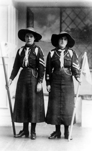 100th girl guides: 1910 Girl Guide uniform