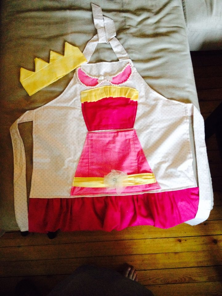 Apron with crown for princesses. MadeByMe