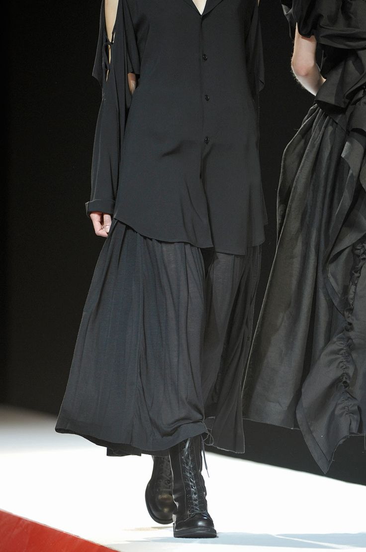 Yohji Yamamoto at Paris Fashion Week Spring 2012 - Details Runway Photos