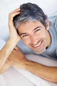 Un tocco intenso di colore ai capelli grigi rendendoli lucidi, protetti e definiti.  Per saperne di più clicca sul seguente link:   oppure vai su :  http://www.hairstudiogianni.com/Capelli-bianchi-uomo/Vedi-tutti-i-prodotti.html
