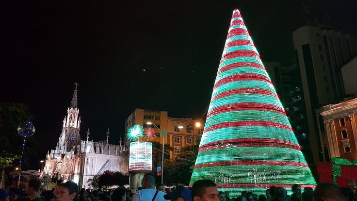 Asi se vive el Alumbrado Navideño de Santiago de Cali, visitantes y cale...