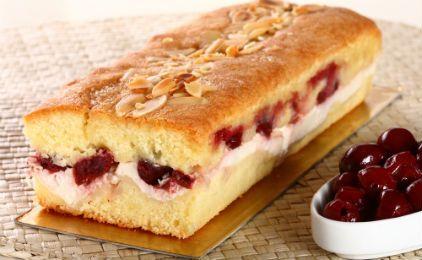 Γεμιστό κέικ βανίλια με μαρμελάδα κεράσι