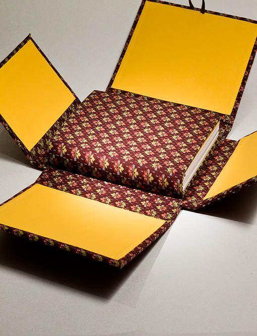 Cuaderno y caja