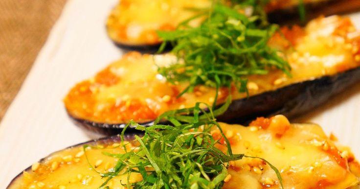 ナス田楽にとろけるチーズをのせて焼いた美味しい一品です。 大葉の千切りで見た目もお洒落に!