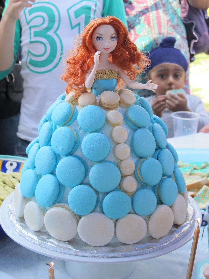 muppys: Princess Merida Disney Brave Cake (Lemon White Chocolate Mud with Raspberries, Fluffy Frosting and Lemon filled Macarons)