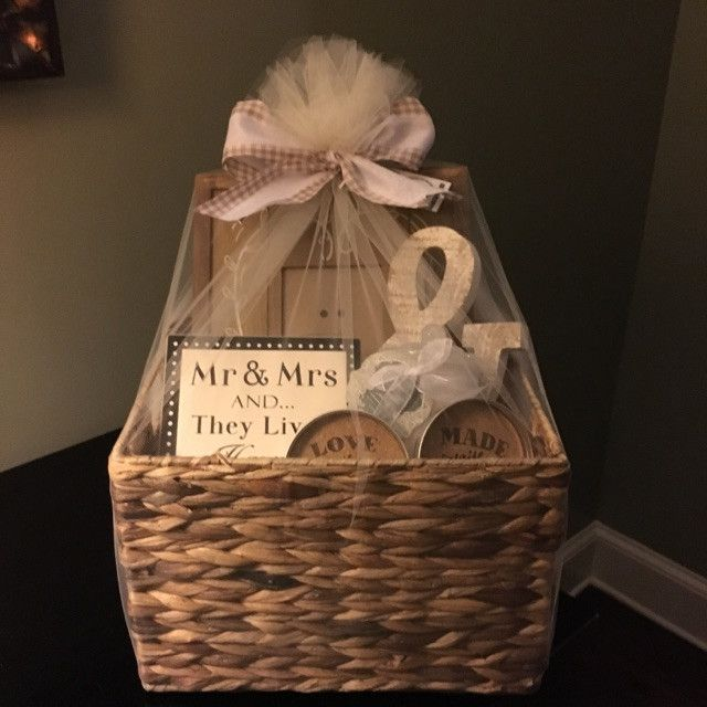 Gift Basket For Bride And Groom Wedding Night: Best 25+ Wedding Gift Baskets Ideas On Pinterest