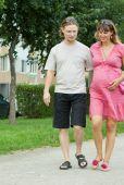 Vous avez dépassé votre date prévue d'accouchement et vous recherchez des trucs pour aider la nature à faire son chemin? Voici 10 façons sécuritaires d'accélérer le déclenchement du travail en fin de grossesse!