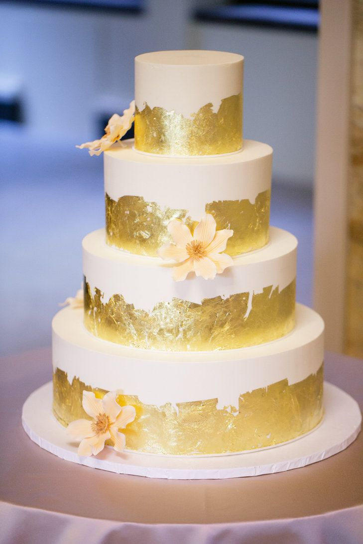 Decorating A Cake With Gold Leaf : 1000+ images about Cakes on Pinterest Wedding cakes ...