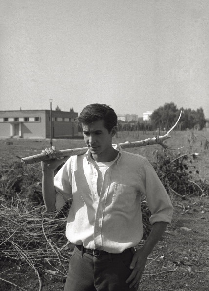 Anthony Perkins in the park of the Cinecittà Studios in Rome, March 1957.