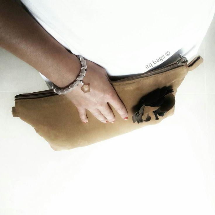 anticipando di poco l'autunno...pochette scamosciata  bracciale in  velluto________________________ #changepurse #eqbags #handmade #bag #pochette #leather #velvety #madeinitaly #designbag #minimal #style #accessories #lovebags #goodmorning #newstyle #product #project #essential #bracelet #flower #autumn #fashionaccessories