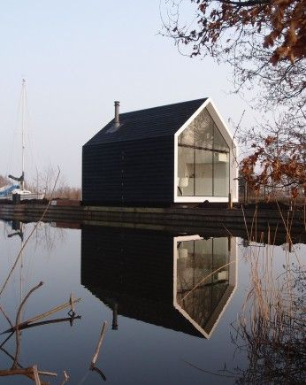Holiday home at the Loosdrechtse Plassen in the Netherlands, designed by: 2by4-architects via ArchitectuurNL