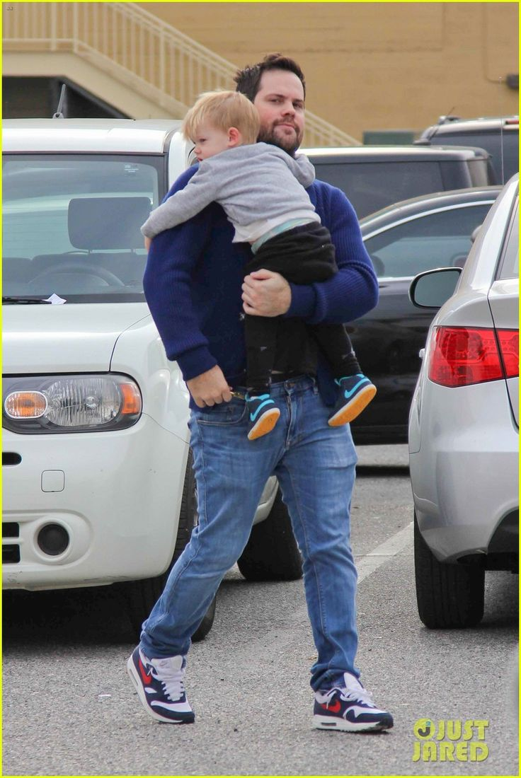 Mike Comrie takes his son Luca out to lunch on February 4, 2014