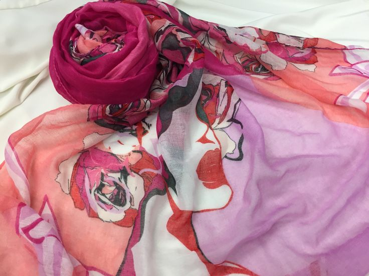 Marilyn MonRose- Pink