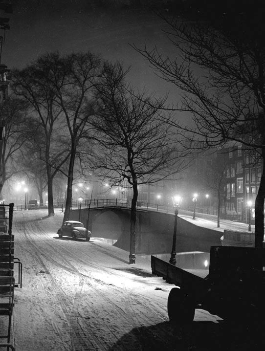 1956. Winter in Amsterdam. Photo Kees Scherer. #amsterdam #1956 #Canals