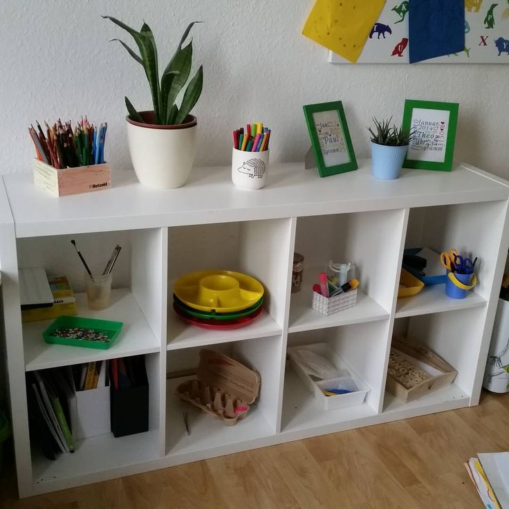 Kinderzimmer kreativregal ikea kallax montessori for Montessori kinderzimmer