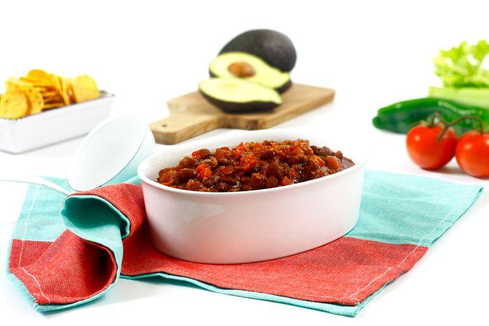 Cómo hacer chili sin carne vegetariano en crock pot o slow cooker. Receta paso a paso. Descubre esta y otras recetas vegetarianas en olla de cocción lenta.